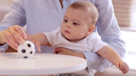 Actividad de estimulación visual para bebés de 4 meses