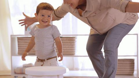 Juego para el desarrollo motor grueso de tu bebé